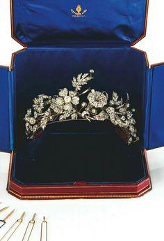 diamond tiara, fashioned into flowers, Italian Royal Crowns, Royal Tiaras, Tiaras And Crowns, Antique Jewelry, Vintage Jewelry, Royal Jewelry, Jewellery, Headpiece, Headdress