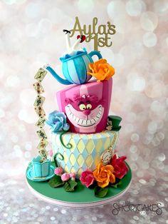 alice in wonderland cake topper Alice In Wonderland Tea Party Birthday, Alice In Wonderland Cakes, Alice Tea Party, Alice In Wonderland Party Ideas, Festa Thinker Bell, Beautiful Cakes, Amazing Cakes, 1st Birthday Party For Girls, Bolo Cake