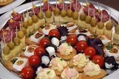 Ideas For Party Snacks Finger Foods Cocktail Appetizer Buffet, Skewer Appetizers, Appetizers For Party, Smoothies With Almond Milk, Fruit Smoothies, Fruit Skewers, Good Food, Yummy Food, Fruit Dishes
