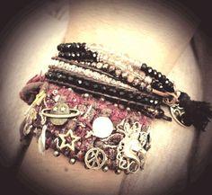 Textile bracelet by Maylen Pirsch