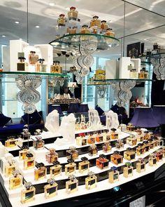 Hoje conheci a loja própria do Roja Dove, um dos maiores conhecedores de perfume do mundo - histórias interessantíssimas que vão virar post em breve, mas já fica a dica para quem gosta do assunto e é fã de alta perfumaria! A loja fica na Burlington Arcade, um dos destinos de compras mais tradicionais e legais de Londres! Vic Ceridono   Dia de Beauté