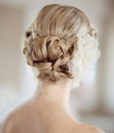 Another 25 Bridal Hairstyles & Wedding Updos | Confetti Daydreams....for you, Melissa!