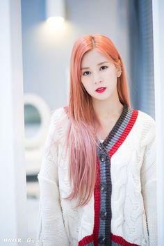 Chorong Naver x Dispatch news photo Namjoo Apink, Eunji Apink, Kpop Girl Groups, Korean Girl Groups, Kpop Girls, Extended Play, Pink Park, Mnet Asian Music Awards, Korean Entertainment