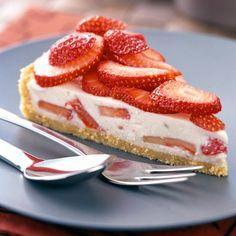 Strawberry Yogurt Cream Pie- from Weight Watchers Weight Watcher Desserts, Weight Watchers Meals, Weigh Watchers, Ww Desserts, Ramadan Desserts, Ww Recipes, Healthy Recipes, Recipes Dinner, Cream Pie