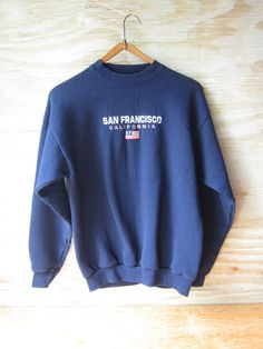 Vintage San Francisca California crew neck sweatshirt. Embroidered American flag logo. Long sleeves with ribbed cuffs and waistband. Good