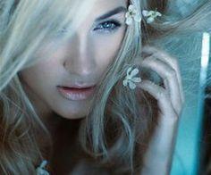 Model Jessica Farrow.