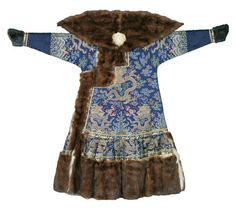 Emperor's winter court robe. 1662-1722 (Kangxi period) Blue satin with woven pattern, brown sable. Length150 cm x width 208 cm. On loan from the Palace Museum, Beijing © The Palace Museum, Beijing