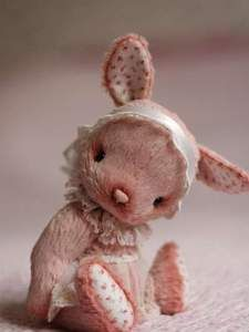 Artist teddy bunny Anka By Anzhelika Costin - Artist teddy bunny Anka aprox.18 cm.100% handmadeOriginal sewing patternUnique / Exclusive !Viscose, leather (nose), cotton Filled with washable cotton craft and the steel granulesglass eyesJoint discs - head (2), arms an...