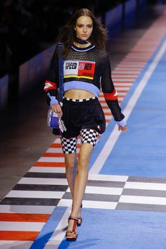 Tommy Hilfiger Spring 2018 Ready-to-Wear Fashion Show Races Fashion, Fashion 2018, Runway Fashion, Fashion Show, Fashion Outfits, Womens Fashion, Seoul Fashion, Athleisure Outfits, Sporty Outfits