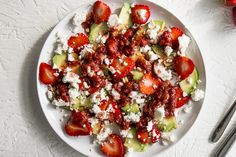 Fresh strawberries, avocados and feta cheese add both great colour and flavour to this tasty Strawberry, Avocado and Feta Salad. Healthy Salads, Healthy Eating, Healthy Recipes, Healthy Food, 200 Calories, Home Recipes, Cooking Recipes, What's Cooking, Feta Salad