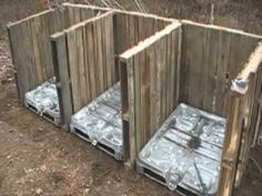 compost bin, I will be making this. It can be completely free! My compost pile is just laying on the ground! Old Pallets, Wooden Pallets, Outdoor Projects, Garden Projects, Crafty Projects, Wooden Compost Bin, Pallet Garden Walls, Making A Compost Bin, Pallet Building