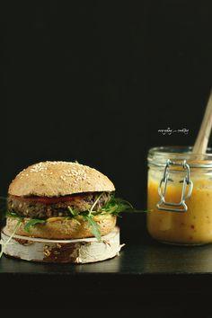 Burgery z czarnej fasoli i kaszy gryczanej / Black beans and buckwheat burgers