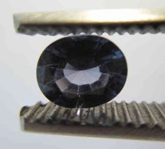 Blue Sapphire oval, Origin Viet Nam: 0,90 ct 6,5 x 5 x 3,5 mm - www.kn-jewellery.com