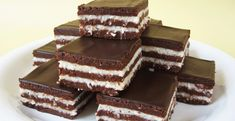 klapper – Page 2 – Kreatiewe Kos Idees Dessert Drinks, Köstliche Desserts, Sweets Recipes, Cookie Recipes, Delicious Desserts, Baking Cupcakes, Cupcake Cakes, Chocolate Coconut Slice, Sweet Bar