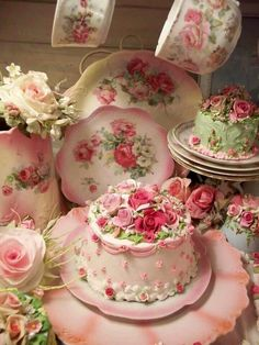 Shabby Chic - Tea Time with Cake Decorated with Pink Cottage Roses Vintage Party, Vintage Tea, Vintage Plates, Vintage Dishes, Vintage Bridal, Vintage China, Vintage Shabby Chic, Shabby Chic Decor, Mini Cakes