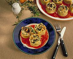 Vegetarian Lasagna Swirls!! Made with Pizza Sauce, Spinach and Cheese! To make this even more of a #healthy meal substitute Whole Grain Pasta. This is definitely a healthy family friendly recipe.