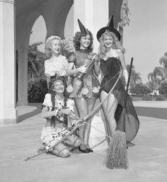 happy halloween!! vintage halloween outfits!