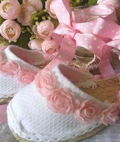 Alpargatas flores rosas lazos de Olivia´s Sandals, Sneakers, Kids, Handmade, Shoes, Baby Things, Fashion, Kids Fashion, Communion Shoes