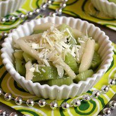 Salade de poires et kiwis au chocolat blanc : 30 desserts express hivernaux - Journal des Femmes Cuisiner
