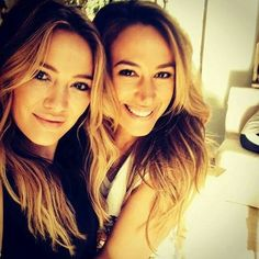Full Sized Photo of hilary duff films real girls kitchen with bib sis haylie 02 Celebrity Selfies, Celebrity Siblings, Haley Duff, Real Girls Kitchen, Hilary And Haylie Duff, Kelly Carlson, Celebs, Celebrities, The Duff