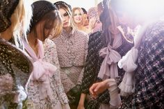 Chanel-fall-winter-2012-13-haute-couture-backstages