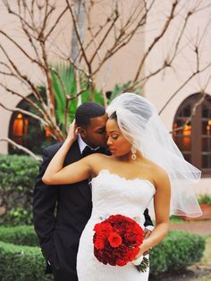"Can we say ""stunning""! (www.7centerpieces.com/fashionable-houston-wedding-by-christa-elyce/) 