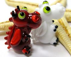 """SMAUGGS little baby-dragon """"Devils and Angels"""" (2p, 22mm x 15mm x 15mm), glass, red, white, green, hole 2mm"""