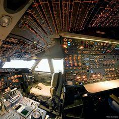747 cockpit.