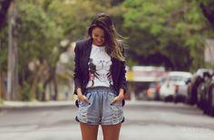 street style, outfit, look, shorts jeans, denim shorts, blazer, mickey t-shirt // @walkingotstreet