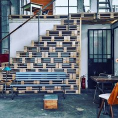 An outstanding interior design store in Budapest, artKRAFT is a treasure trove of vintage industrial furniture and decorative objects. Pallet Stairs, Pallet House, Modern Industrial, Vintage Industrial, Industrial Shop, Warehouse Home, Wood Pallet Furniture, Loft Room, Interior Stairs