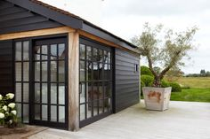 Black painted timber house exterior with modern contemporary style! Black and glass windows and doors -- and simple clean lined outdoor style! Porch Garden, Patio, Backyard, Porche, Garden Studio, Garden Buildings, House Extensions, Cabins In The Woods, Exterior Paint