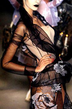 carissagold:    Christian Dior Haute Couture - Fall/Winter 2005