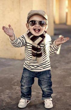 Awesome boy....ik moet Benjamin OOK zo'n bril regelen...Supergaaf!