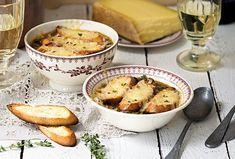 Na suroviny i přípravu jednoduchá, v chuti ohromující. Francouzská cibulačka je ideálním jídlem pro chladné zimní dny, ale užijete si ji kdykoliv. Steak, Toast, Chicken, Food, Essen, Steaks, Meals, Yemek, Eten