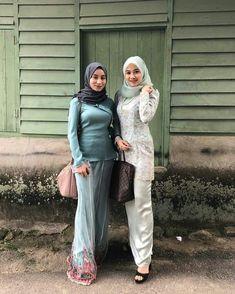 Beautiful Muslim Women, Beautiful Hijab, Hijabi Girl, Girl Hijab, Muslim Fashion, Hijab Fashion, Kebaya Hijab, Girl Photography Poses, Airplane Photography