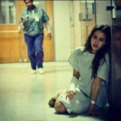 كم اتمنى هذا اليوم Crying Eyes, Crying Girl, I Hate Love, I Hate My Life, Photos Tumblr, My Photos, Sad Paintings, Sad Pictures, Muslim Pictures