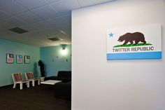 Time ago, in one of the articles where we show you the Business offices That we all know, we saw Office Entrance, Twitter, Retro Bathrooms, Sweet Home, Gadgets, Floor Design, Design Design, Hush Hush, Second Floor