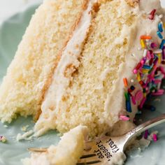 This white cake recipe is buttery and moist with the softest crumb. The tricks are to use cake flour, egg whites, and sour cream. Layer Cake Recipes, Dessert Recipes, Layer Cakes, Frosting Recipes, Cake Recipe Using Cake Flour, Light Cakes, Savoury Cake, Homemade Cakes, Cupcake Cakes