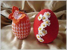 crochet easter eggs needs translating Holiday Crochet Patterns, Crochet Stitches Patterns, Thread Crochet, Love Crochet, Crochet Crafts, Crochet Dolls, Crochet Lace, Crochet Projects, Easter Projects