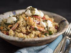 Receita Dedo de Moça: Salada de macarrão sem glúten, com rabanete e coalhada seca