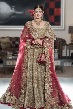 Golden Bridal Lehenga, Pakistani Bridal Lehenga, Wedding Lehnga, Pakistani Wedding Outfits, Indian Bridal Outfits, Pakistani Wedding Dresses, Golden Lehnga, Pakistani Couture, Indian Couture