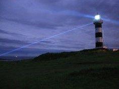秋田県男鹿市の入道崎は秋田を代表する絶景スポットです  芝生に覆われたなだらかな丘を歩くととても清々しい気持ちになれます 夜になると入道崎のシンボルである灯台があたりを優しく照らします 海底透視船に乗ることもできますよ  デートスポットとしても人気の場所です  tags[秋田県]