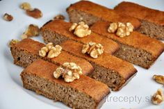 Healthy 3 Ingredient Walnut Cake - Perfect dessert for this weekend! Free Paleo Recipes, Low Carb Recipes, Sweet Recipes, Cooking Recipes, Healthy Deserts, Healthy Cake, Desserts Sains, Walnut Cake, Bread And Pastries
