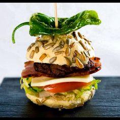 Nuestra hamburguesita de Juanito con la mejor carne y tofo el sabor de la huerta Riojana !!!