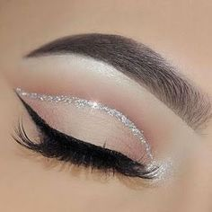 50 Flawless Silver Eye Makeup Looks You Need To Try Loading. 50 Flawless Silver Eye Makeup Looks You Need To Try Makeup Eye Looks, Eye Makeup Art, Skin Makeup, Eyeshadow Makeup, Cut Crease Makeup, White Eyeliner Makeup, Prom Eye Makeup, Cut Crease Eyeshadow, Makeup Looks