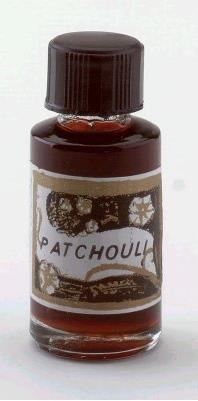 Patchouli-parfum,heftige geur,ik vind dit luchtje nog steeds heerlijk ,maar dan als douchezeep.De geur is dan minder zwaar.