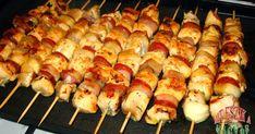 Borongós az idő, kint sütögetni parázson, jó dolog, de idebent kényelmesebb. Van egy jó sütőlapom, és hozzávalóim, és pár éhes száj, tehát a... Grill Party, Hungarian Recipes, Hungarian Food, Grilling Recipes, Bacon, Bbq, Recipies, Food And Drink, Pork