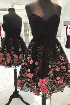 Dramatic Sweetheart Knee-Length Sequined Black Prom Dress with Appliques