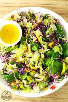 Salada tropical com vinagrete de laranja