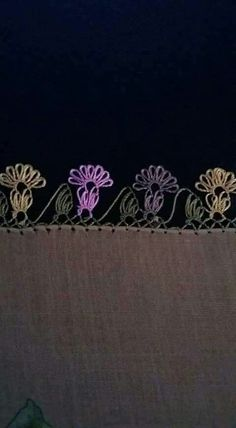 This Pin was discovered by Ays Needle Tatting, Needle Lace, Crochet Unique, Border Pattern, Thread Work, Knitted Shawls, Baby Knitting Patterns, Knitting Socks, Hand Embroidery